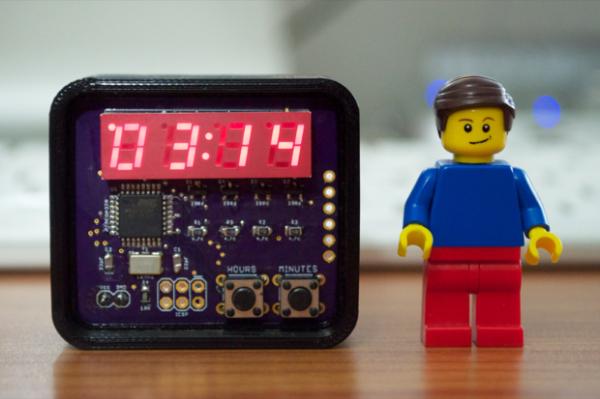mini_clock3_with_lego_dude_1-600x399