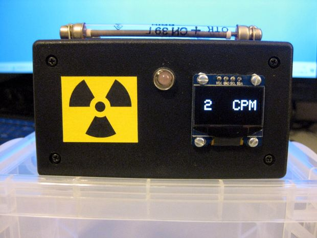 Touchscreen controlled arduino geiger counter