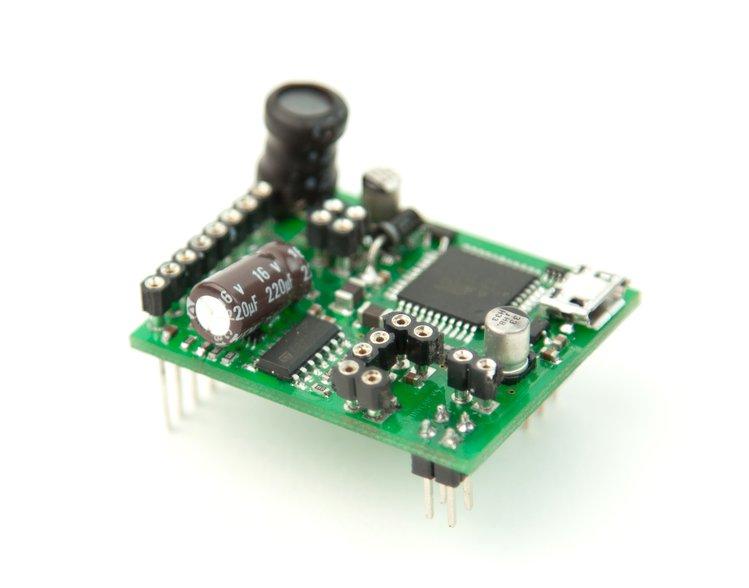 EspoTek Labrador – Oscilloscope, Signal generator, Power supply in one tiny board
