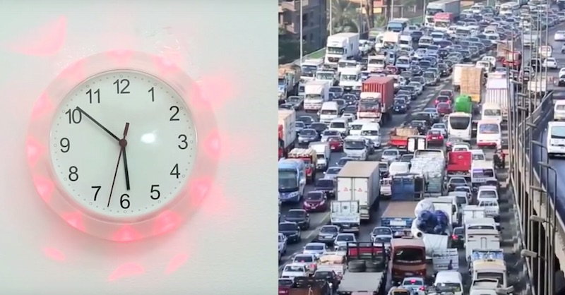 Traffic status indicator clock