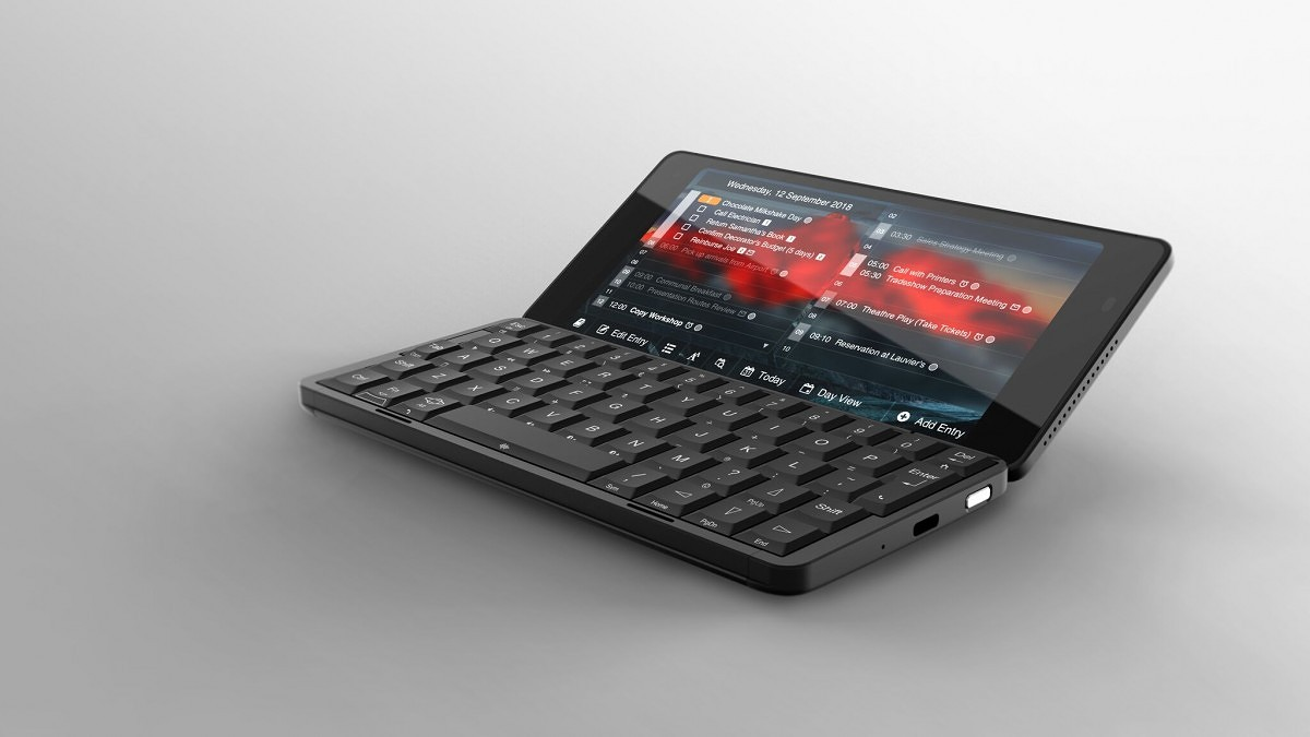 Cosmo Communicator Smartphone Runs Android 9 or Linux