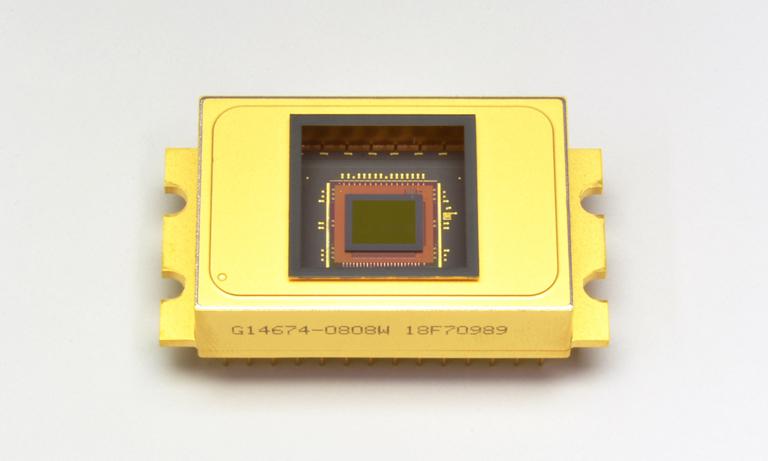 InGaAs image sensor detects short-wavelength-IR up to 2.55µm