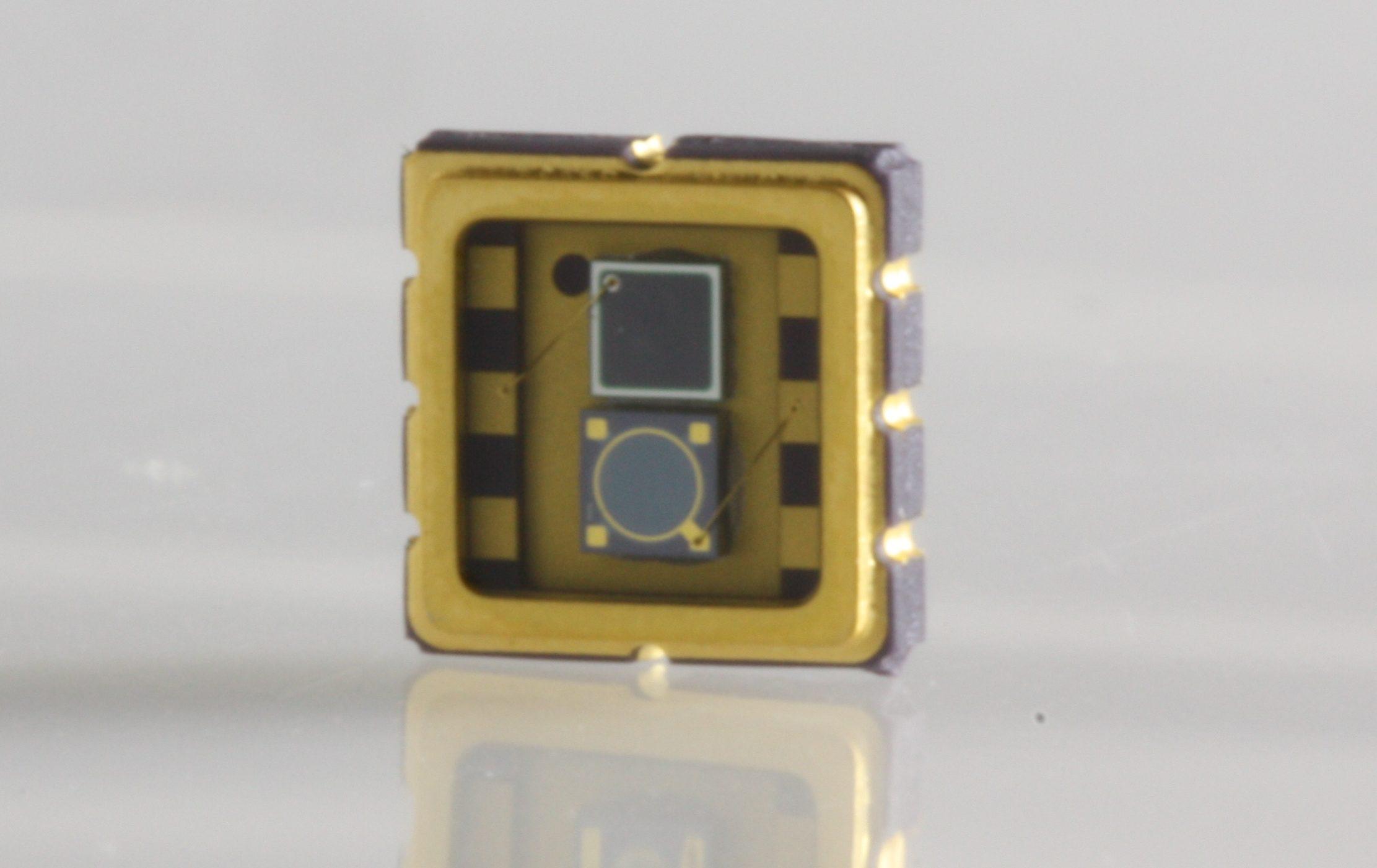 New Broadband Hybrid Silicon-InGaAs Photodetectors