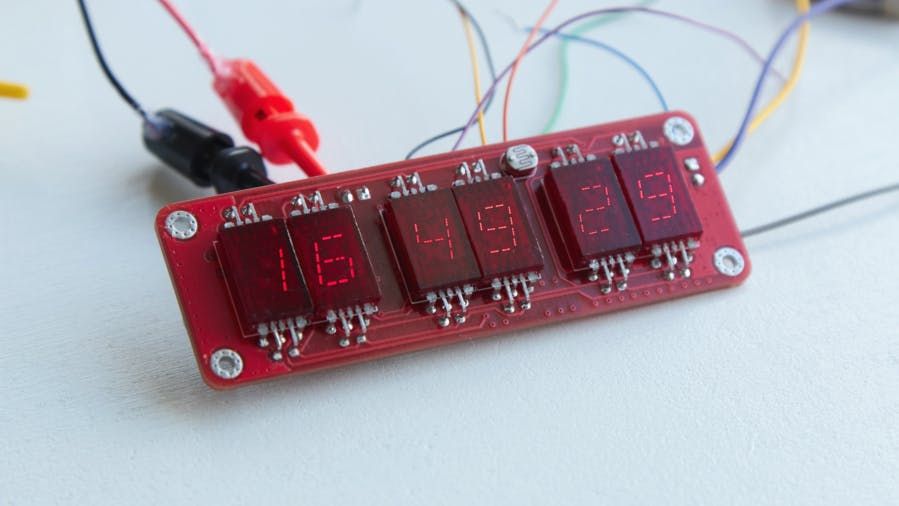 Vintage VQB 71 Seven-Segment LED Displays Make GPS Clock Both Brilliant and Attractive.