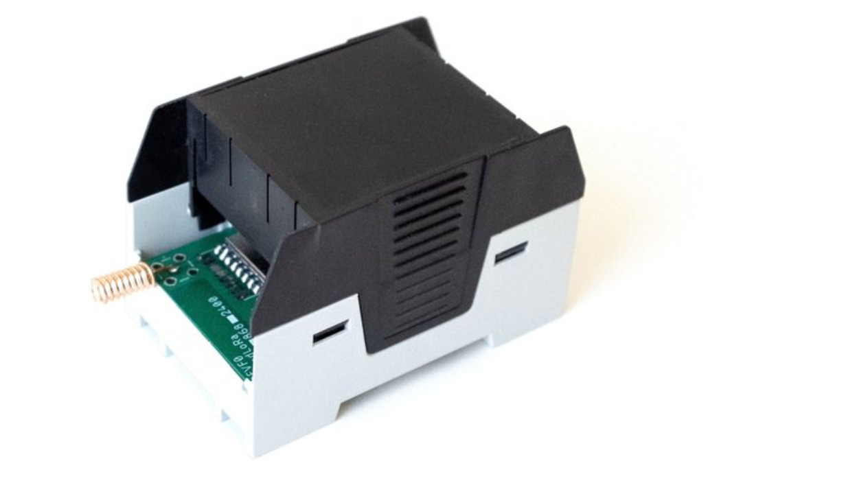 xTendLoRa mesh-capable LoRa data radio Supports AT commands & MODBUS