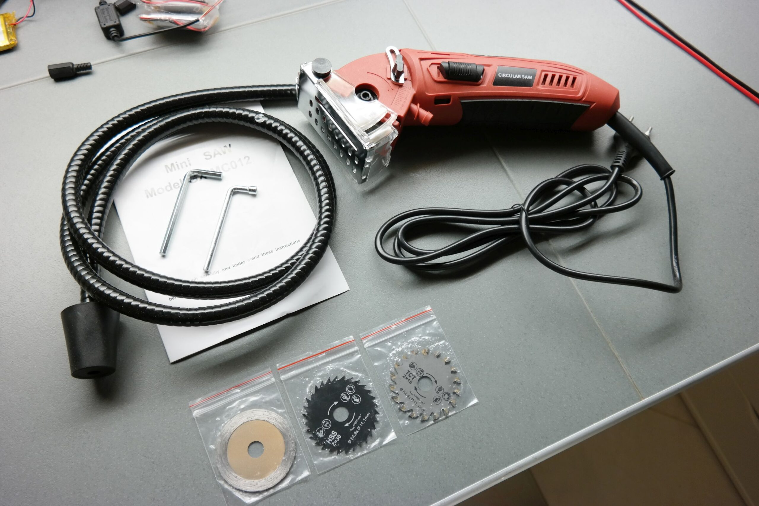 110V/220V Electric Mini Circular Saw For Household Use
