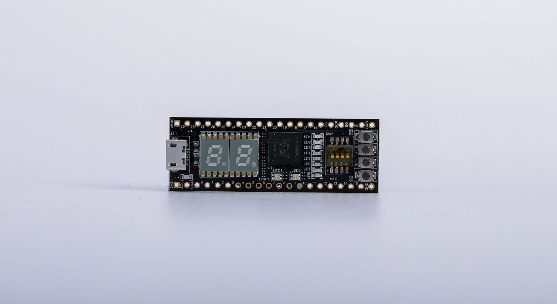 STEP-MXO2 FPGA Development Board for Educational Learning