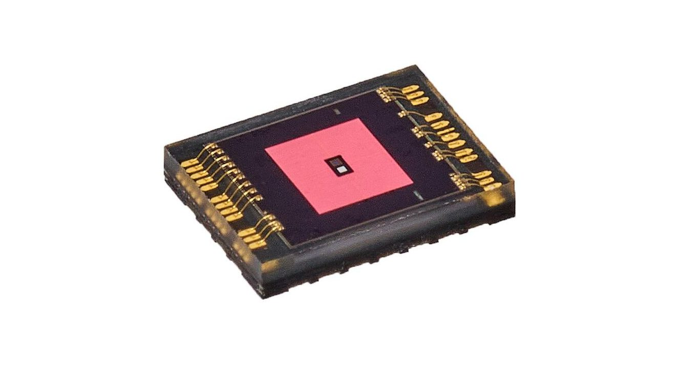 AS7038RB Biosensor Solution with Embedded ECG Channel